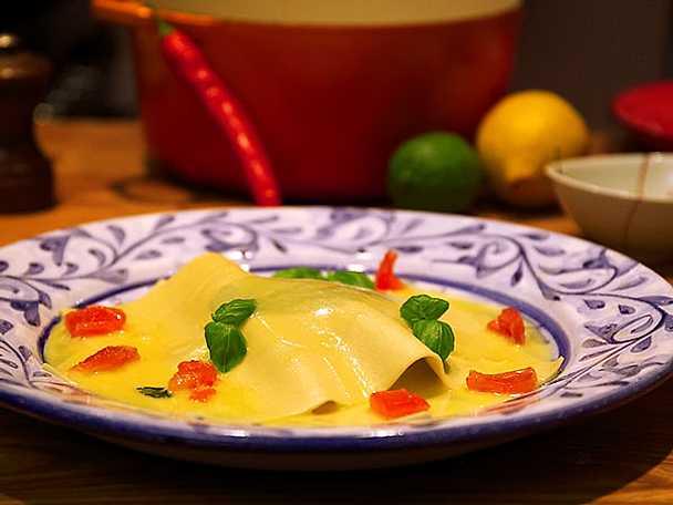 Öppen ravioli med havets frukter och beurre blanc