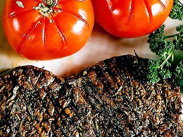 Örtbiff med grillade tomater