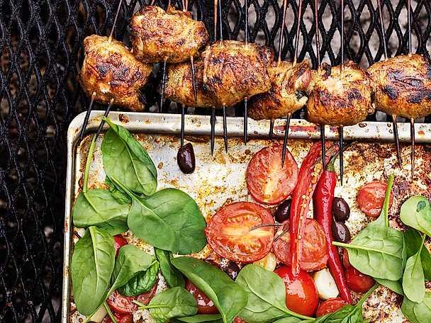 Örtfyllda kycklingrullader med tomat- och spenatsallad