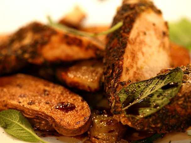 Örtkryddad grillad kycklingfilé med rostad mandelpotatis