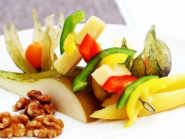 Ost med frukt och nötter
