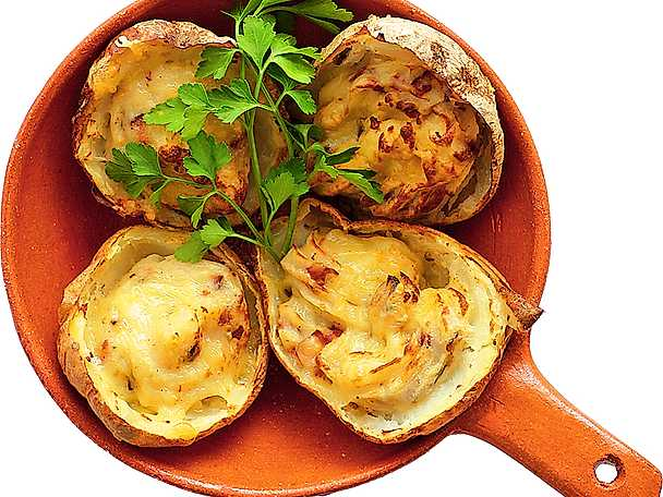 Ost- och baconfylld bakpotatis