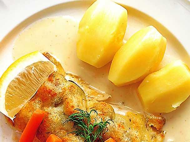 Ost- och svampöverbakad torskfilé med vitvinssås