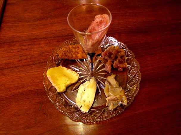 Ostbricka med fikonsorbet och rödlökschutney