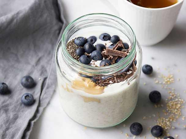 Overnights oats med blåbär och jordnötssmör