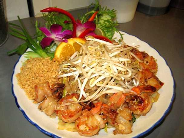 Pad thai på kyckling, biff eller räkor