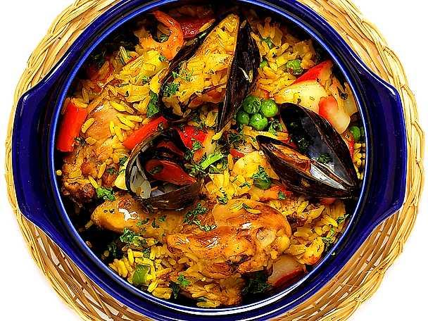 Paella med kyckling, crabfish och musslor