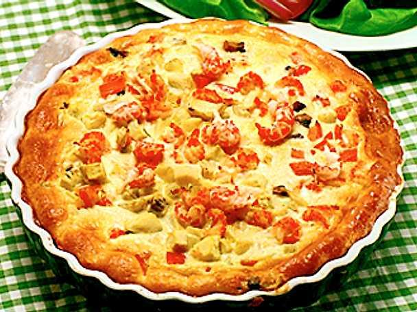 Paj med kräftstjärtar, champinjoner, tomat och kronärtskocka