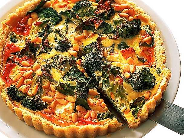 Paj på pinje, feta och broccoli