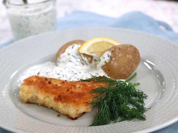 Panerad fisk med kall dillsås