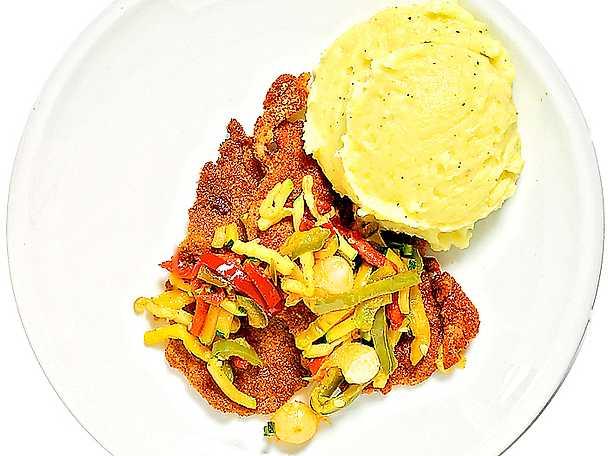 Panerad fläskkarré med grönsaksfräs och mos