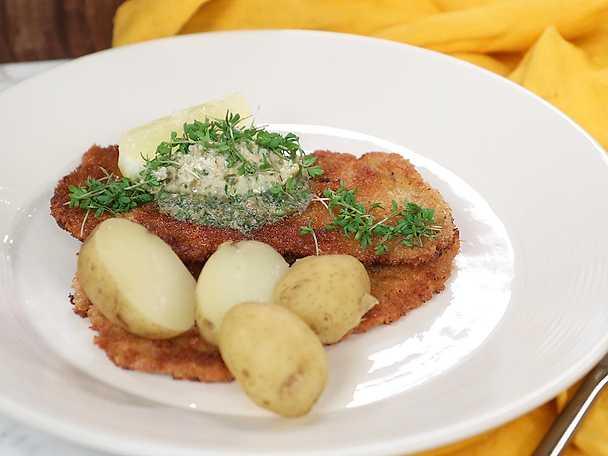 Panerad fläskschnitzel med sardell- och citronsmör
