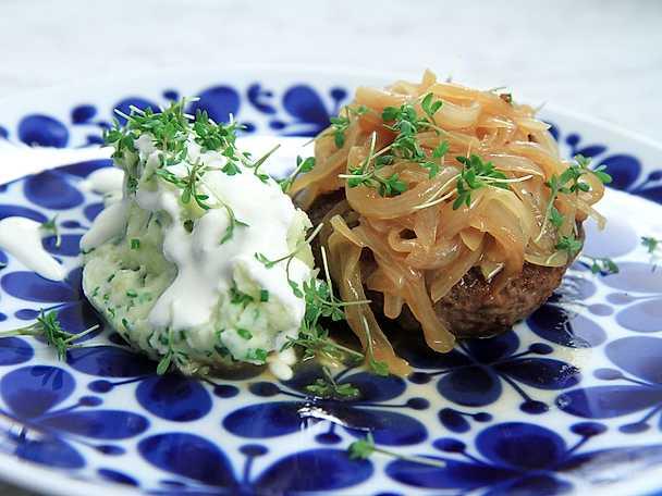 Pannbiff med löksky och mosad potatis