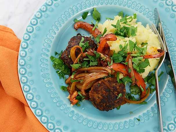 Pannbiff med stekt paprika och rotmos