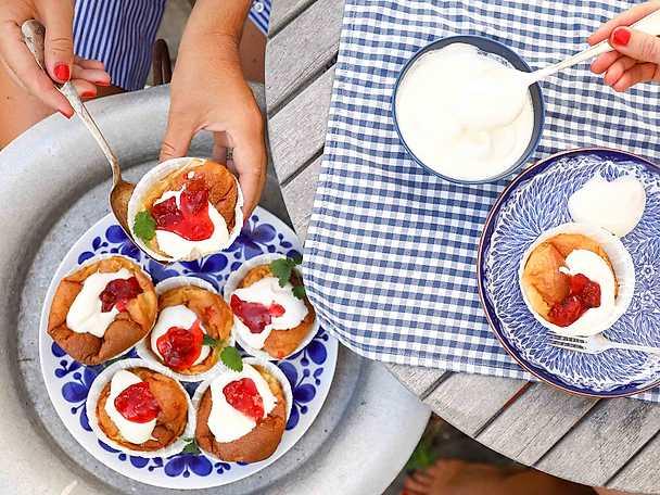 Pannkaksmuffins med grädde och sylt