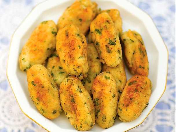 Panzarotti - potatissnacks med basilika och salvia