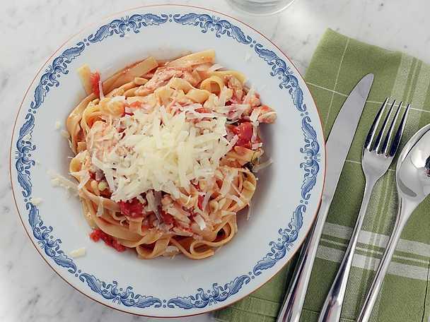 Paolos pasta med kyckling och salvia