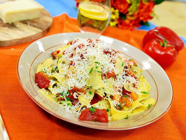 Pappardelle med kronärtskocka och tomat