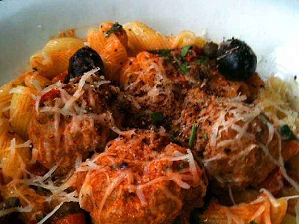 Pappardelle med salsiccia, vitt vin och tomat