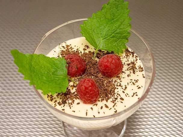 Parfait med hallon och vit choklad