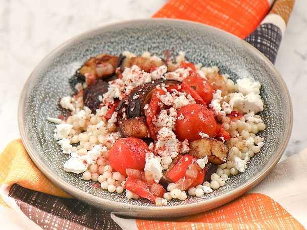 Pärlcouscous med aubergine och paprika