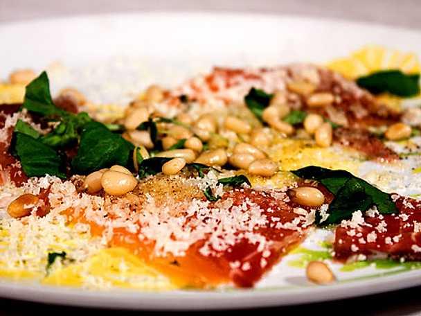 Parmesan- och pinjepimpad laxskiva
