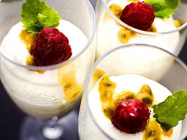 Passionsfruktsmousse med vit choklad