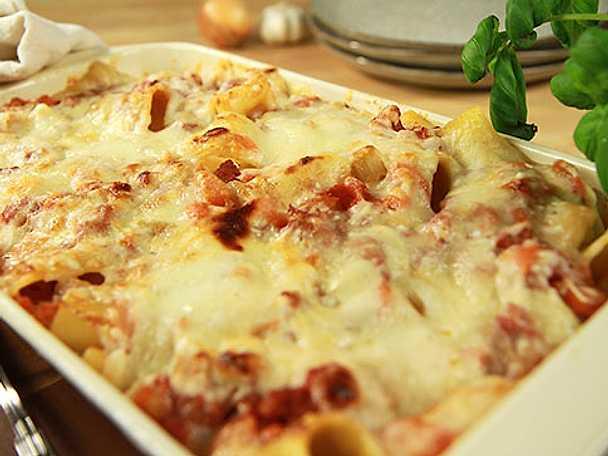 Pasta al forno con salsiccia (Salsicciagratäng)
