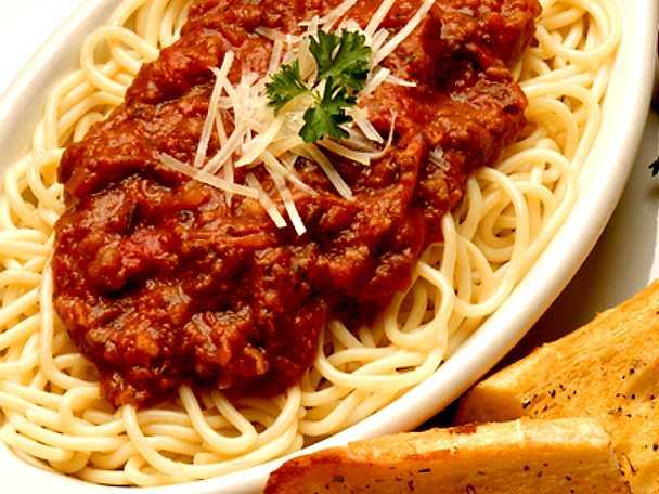 pasta bolognese med riven parmesanost recept från köket se