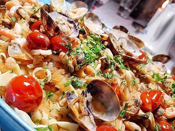 Pasta frutti di mare med parmesanflarn NY