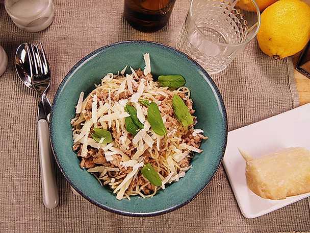 Pasta med fläskfärs, mynta och vitt vin