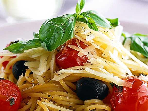 Pasta med grönsaker och parmesan