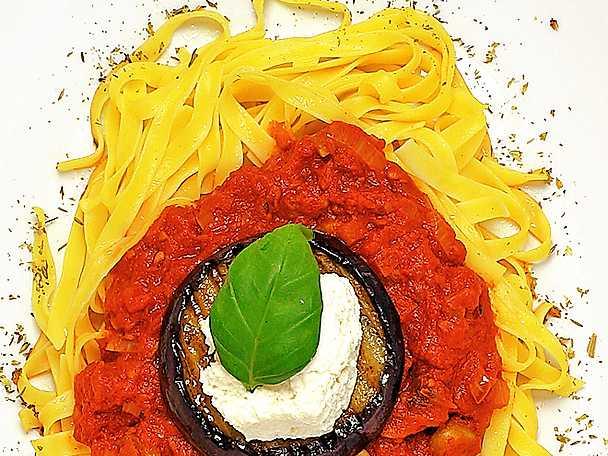 Pasta med olivtomatsås