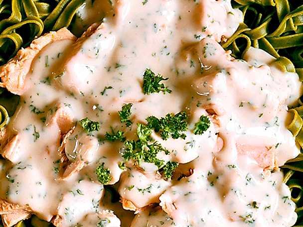 Pasta med tonfisksås