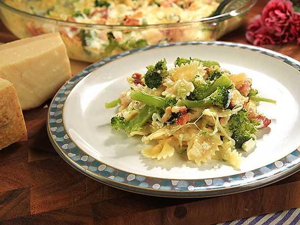 Pastagratäng med broccoli och pancetta