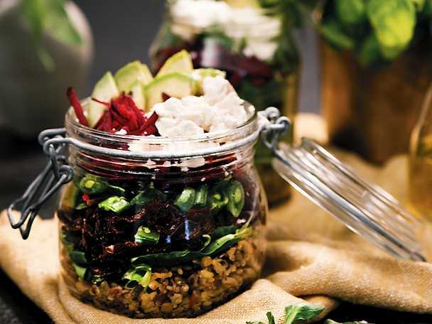 Pauluns Salad in a jar med avokado och fetaost