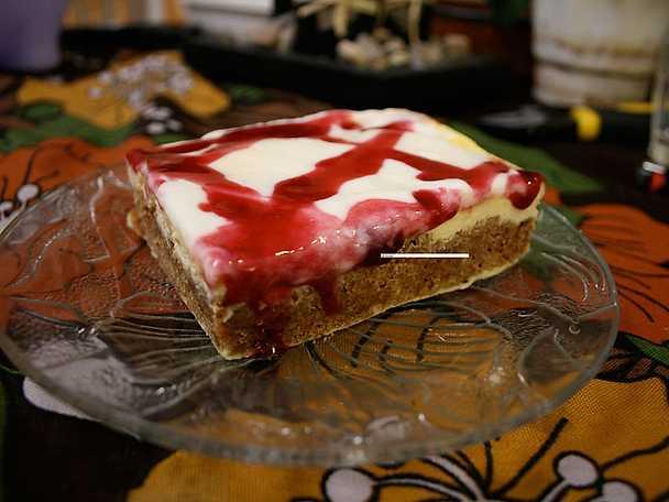 Pepparkakscheesecake med philadelphiaost och svartvinbärsgelé