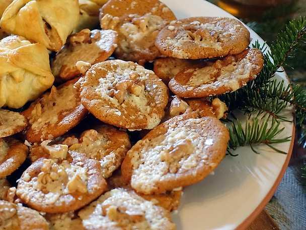 Pepparkakschips med ost och valnötter