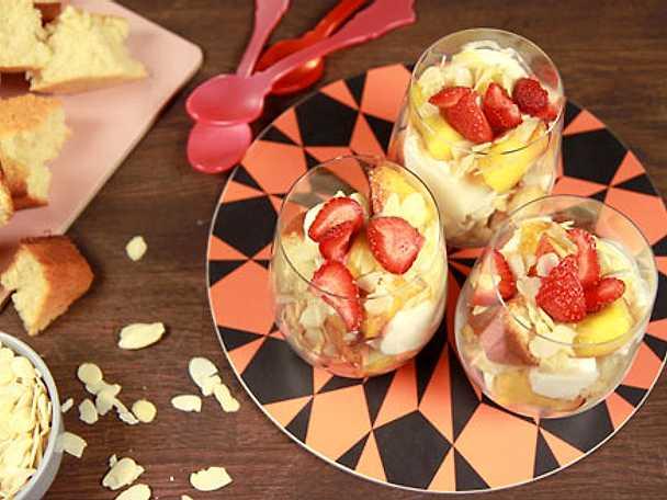 Persikotrifle med amarettogrädde