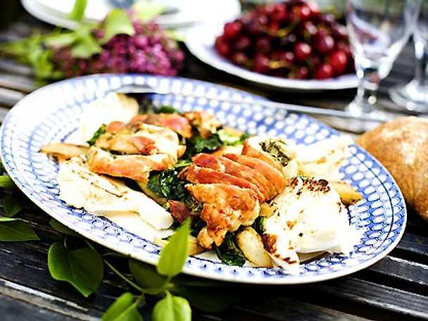 Pestofylld kycklingfilé med varm sallad