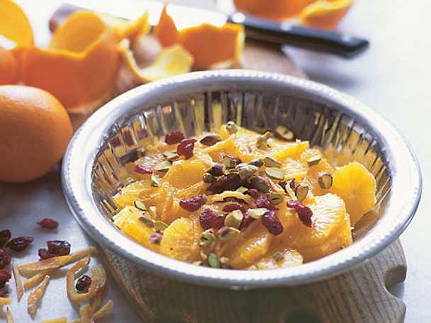 Pigg apelsinsallad med tranbär