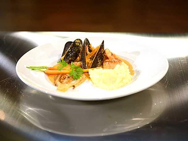Pilgrimsmusslor med räk-och musselsås