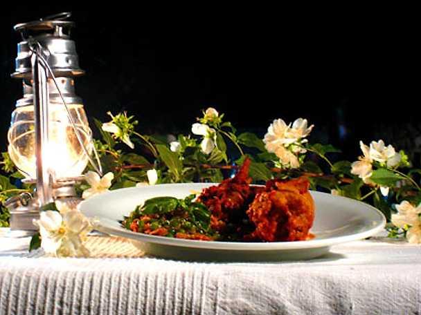 Piselli con cipolle, prosciutto e parmigiano