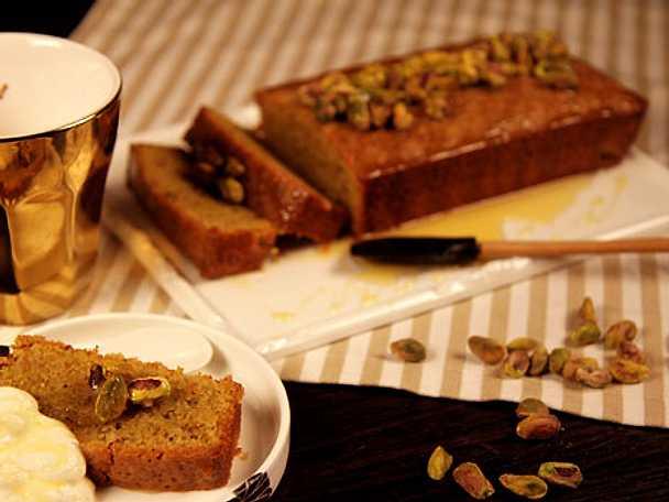 Pistage- och mandelkaka med honung