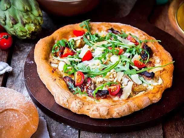 Pizza bianco med pesto & kronärtskocka