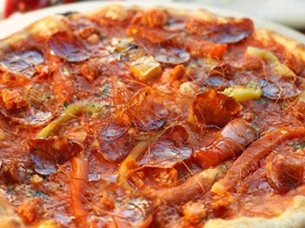 Pizza Dracula - Pizza med paprika, salami & chili (stark)