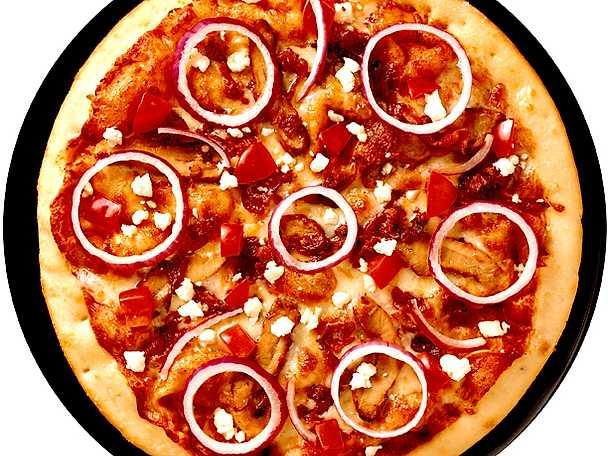 Pizza med kyckling, bacon och fetaost