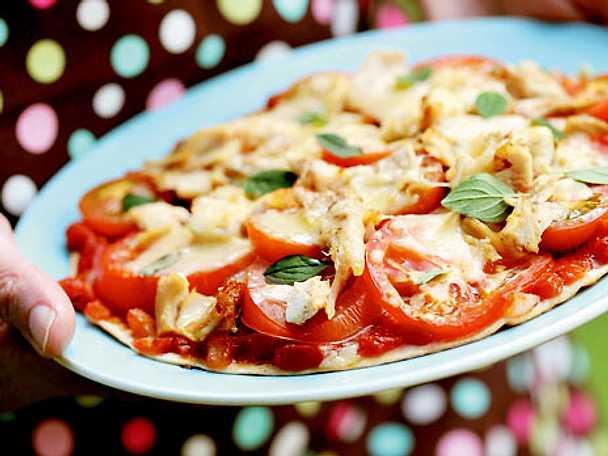 Pizza med kyckling och hemgjord tomatsalsa