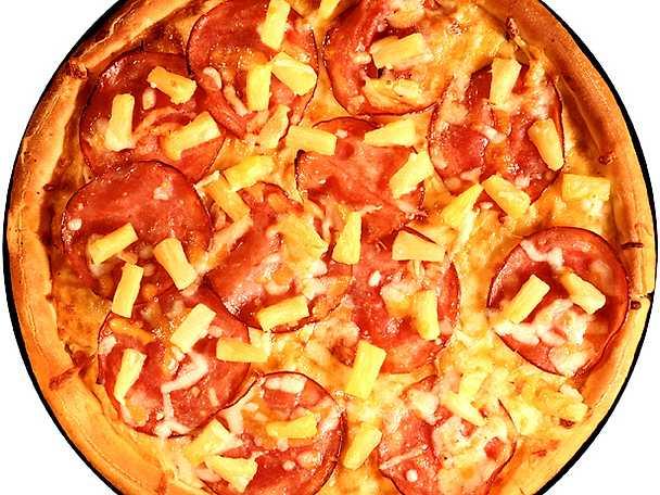 Pizza med rökt skinka och ananas