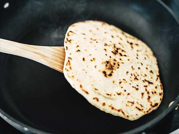 Platta och ganska turkiska bröd